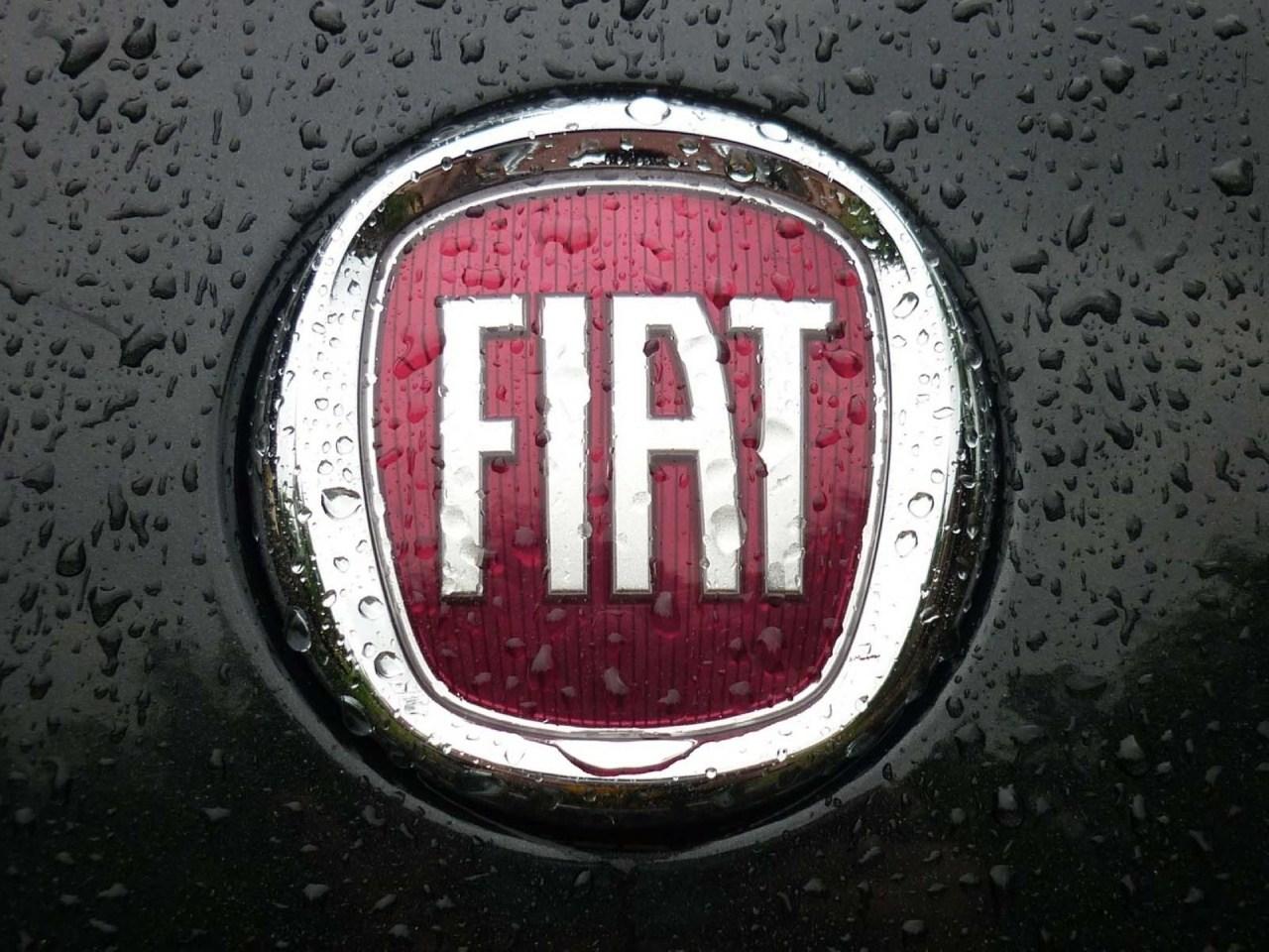 フィアット系列ディーラーの車検費用は高い?安くする方法は?